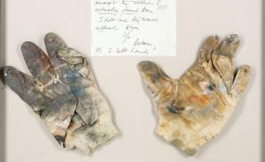 培根画画时戴的手套为什么相当于宗教圣物?