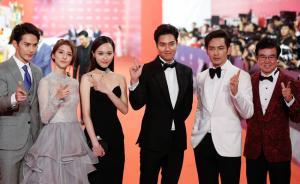 2016年6月11日,上海大剧院,剧组《赏金猎人》,黄百鸣(制片人)、钟汉良、李敏镐、唐嫣、吴千语、徐正曦(从右至左)。