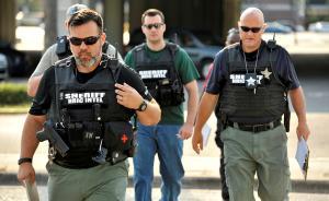 直击丨枪声骤起、子弹横飞,50人死于美国奥兰多酒吧枪击案