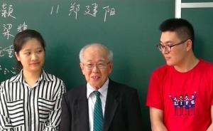 81岁华裔留学生手写16万字硕士毕业论文,毕业答辩被围观