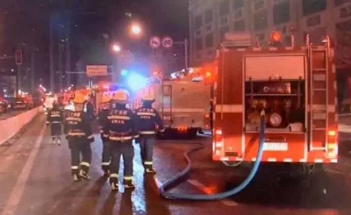 媒体:车主堵塞消防通道,延误救援还有理了?