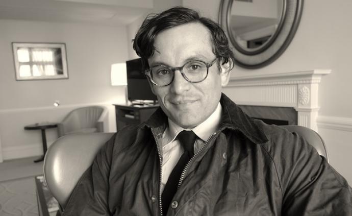 专访|作家西蒙·范·布伊:喜欢不完美但真实的东西