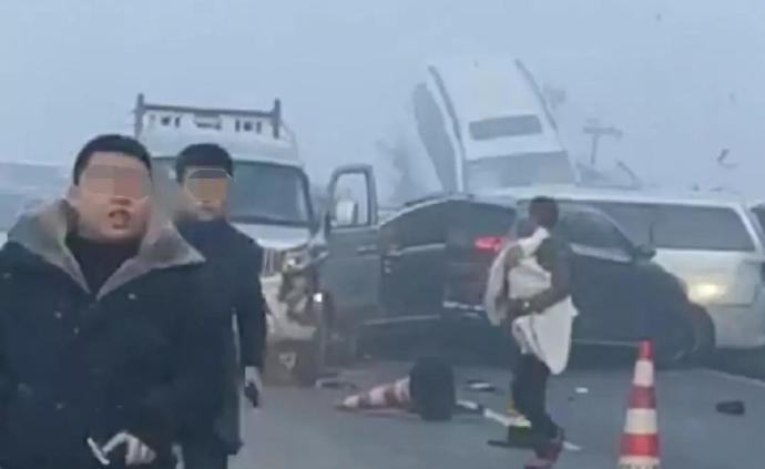 遵蓉高速贵州习水段多车连环相撞,23人受伤入院