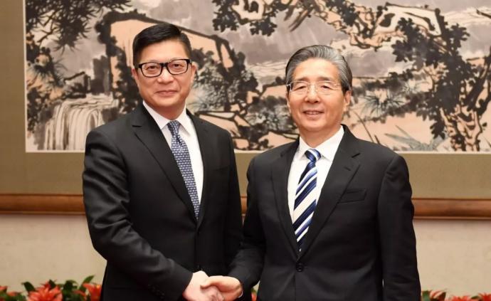 郭聲琨會見香港警務處處長鄧炳強