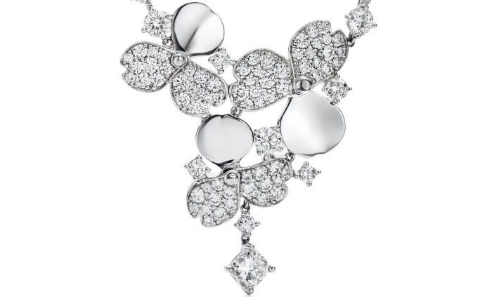 圣誕美好時光,更要用凝聚愛意的珠寶點亮