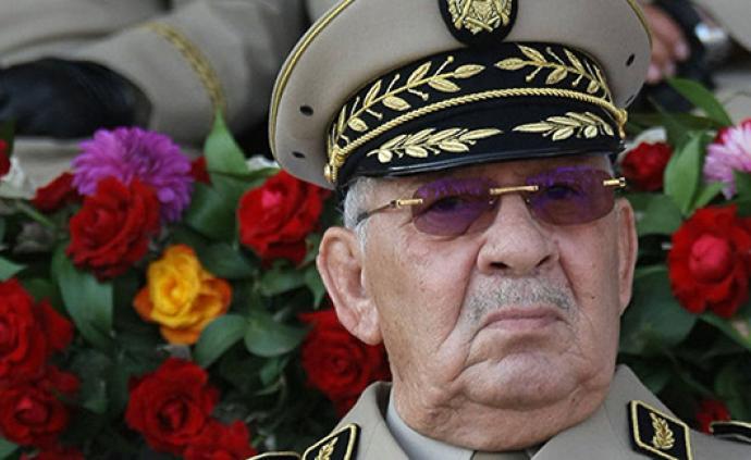 阿爾及利亞人民軍總參謀長薩拉赫去世,曾推動前總統辭職