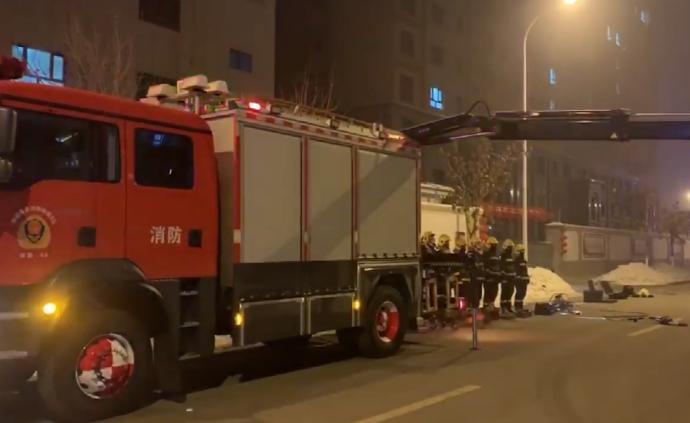 零下22℃测试装备,消防服结冰立地面