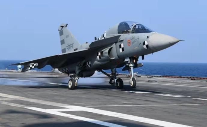 印度国产舰载机首次在航母上成功着舰,印海军:这是一个壮举