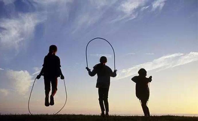 夜讀丨讓孩子愉快地跳個繩,不該這么難