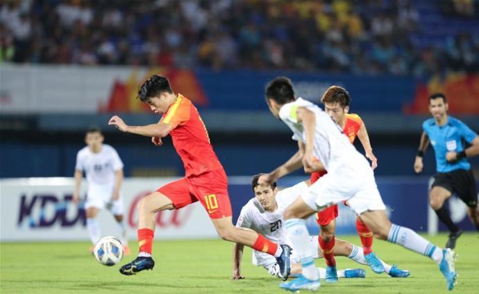 """新华社评""""国奥三连败"""":丢掉幻想,中国足球正视现实"""