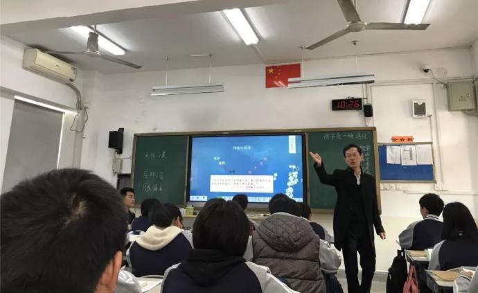 """初三班主任为40名学生各写一首""""藏头诗""""评语,酝酿2年半"""