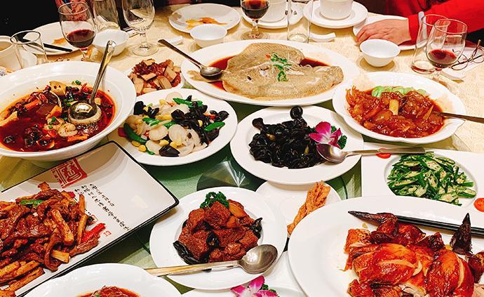 """年夜饭背后的小烦恼:老字号餐厅""""一桌难求"""""""