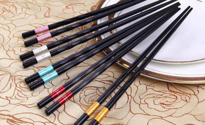 """温州春节前启动""""公筷""""行动:长者先动筷,公筷来夹菜"""
