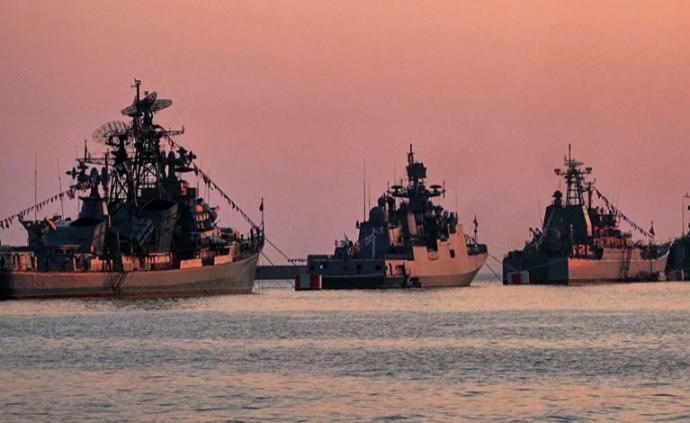 """俄海军黑海舰队举行""""铠甲-S1""""防空系统反无人机作战演习"""
