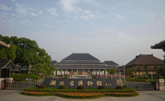 武汉全城博物馆闭馆半个月,上博控制人流并要求观众佩戴口罩