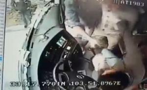 四川九寨沟旅游大巴司机遭持棍殴打,警方:打人者已被行拘