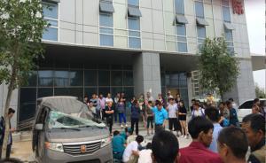 郑州一男子从20层高楼坠落,砸死楼下面包车内司机