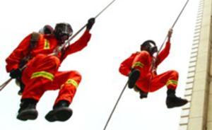 新疆一初中女生从教学楼四楼坠至二楼阳台,消防成功营救送医
