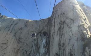 华山主峰滞留游客最多时达五六百人,至今晨已全部安全下山