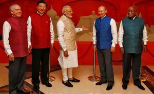 """习近平身着印式""""立领""""亮相金砖国家领导人峰会"""