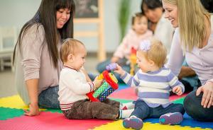 专访丨早教低龄化可取吗?金星明:婴幼儿别过早背负学业压力