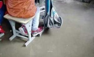 """河南南阳山村小学生的心酸作文:房顶""""下雨"""",我们撑伞上课"""