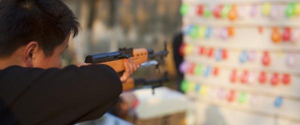天津老太摆射击摊被判非法持枪背后:枪支鉴定标准曾大幅降低