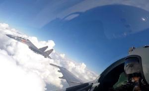 中国空军赴南海战巡:轰-6K飞机赴黄岩岛等附近空域巡航