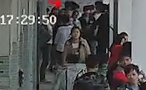 """河南项城初中生校内死亡,警方调查称""""嬉闹中倒地""""不予立案"""