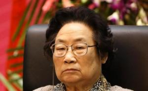 中青报刊文评屠呦呦获最高科技奖:打破了一直授予院士的惯例