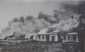图为日军轰炸东北军兵营。1931年9月18日,日本在沈阳制造九一八事变,发动企图灭亡中国的侵略战争,1932年2月,东北全境沦陷。  东方IC 资料图