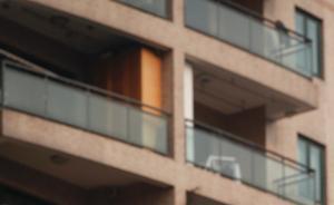 陕西一女子忘带钥匙翻阳台回家坠亡,三邻居被判承担5%责任