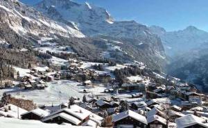 不用荷包出血,也能去瑞士滑雪