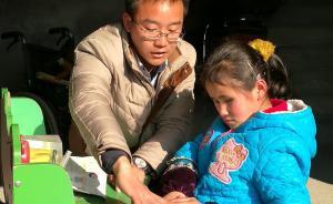 """一个人的课堂:杭州乡村小学教师每周为""""轮椅女孩""""送教上门"""