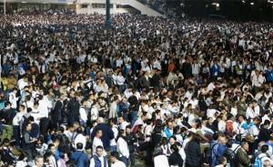 """香港近4万警民集会,声援因""""袭击占中者""""被判入狱警察"""