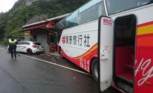 台湾一满载陆客游览车在新北冲撞民宅:3名乘客轻伤