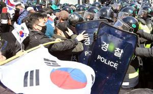 """视频丨""""挺朴""""群众与警方冲突致2死,代总统称全军加强警戒"""