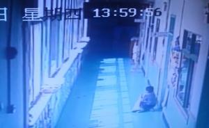 4龄童不午睡被老师赶出教室,光脚在高温下的走廊蹲了5分钟