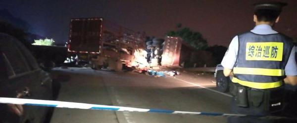 南宁通报致10死高速事故:半挂车碰撞护栏后发生连环相撞