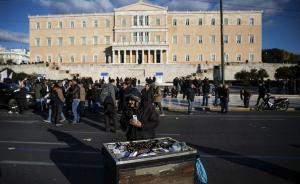 """深陷贫困的希腊:靠救济金度日,""""每个人都在惧怕未来"""""""