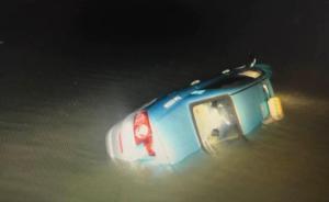 杭州一出租车凌晨冲入西湖,司机被消防员救出后送医不治