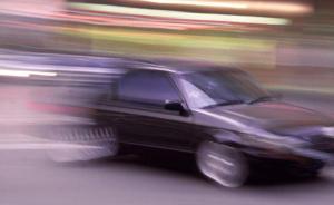 福州两司机酒后驾豪车相互追逐,一骑车女子被撞身亡