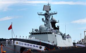 当地时间2017年4月30日,菲律宾达沃市,中国海军远航访问编队30日抵达菲律宾南部城市达沃进行友好访问,受到热烈欢迎。视觉中国 图