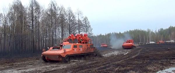 国务院火场工作组向参战人员鼓劲:不靠天等雨,主动出击