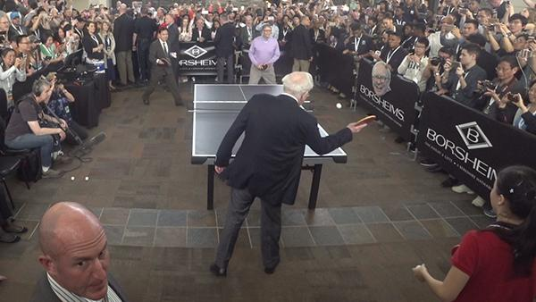巴菲特盖茨打乒乓