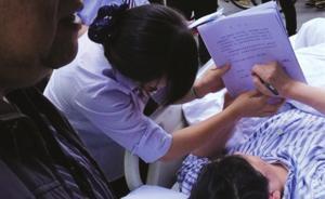 为不耽误孙女上好学区,杭州一颈椎骨折老人躺着去办房产过户