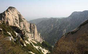 西安一大学生爬华山遇难,景区:周末领导不在无法处理