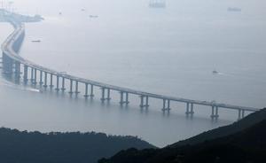 港珠澳大桥香港接线全线贯通,具备年底完工通车条件
