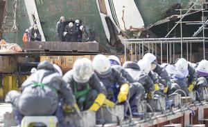 """韩媒:""""世越""""号船舱内发现一具较完整遗骸,身穿救生衣"""