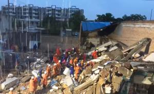 任县小商场坍塌:最后两名被困者仍有生命